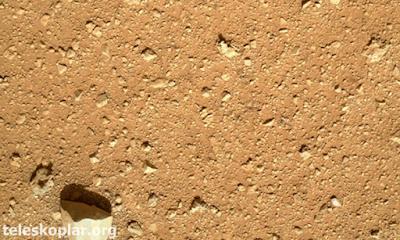 Curiosity mars yüzeyi fotoğrafı