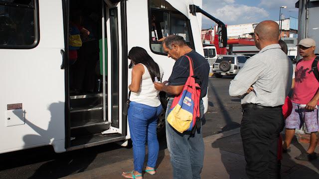 Tocará ir a «pedal y bomba»: transportistas plantean pasaje a Bs. 1.000