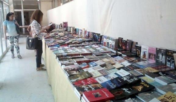 عناوين متنوعة ومواضيع مختلفة في معرض-للكتاب بثقافي السويداء