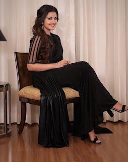 Actress Anupama Parameswaran HD Photos in Black Saree Sexy actressbuzz.com