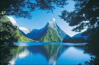 Agen perjalanan tahu tidak ada tempat yang lebih baik untuk menggembirakan petualangan dari Selandia Baru, menawarkan segala sesuatu dari menunggang menyenangkan-kuda, bersepeda ke gunung ekstrim-bungee jumping, skydiving-dan bahkan tidak diketahui-arung sledging (kayak telungkup pada bodyboard dimodifikasi ) dan zorbing (jatuh ke bawah bukit di dalam raksasa, meningkat bola plastik). Jika ada cara merangsang dan menantang untuk mendapatkan dari Point A ke Point B, Anda dapat melakukannya di Selandia Baru.