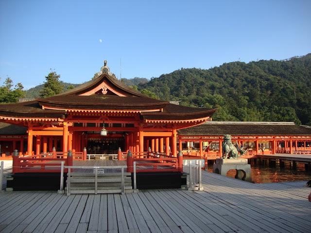 la facciata di itsukushima
