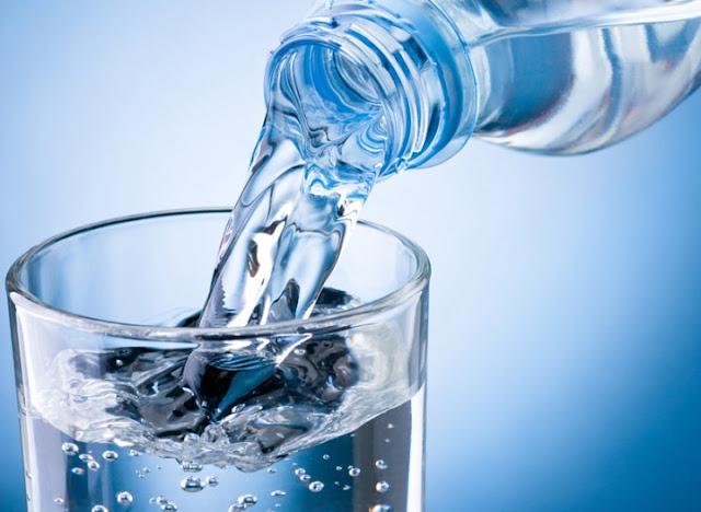 4 Manfaat Minum Air Putih
