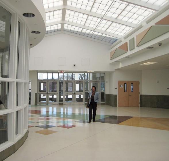 minimalist interior design school building 588x562