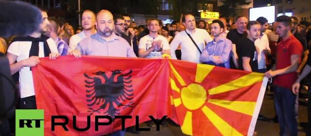 Αλβανοί και Σκοπιανοί πανηγυρίζουν και χαίρονται για την πύρινη καταστροφή στην Ελλάδα