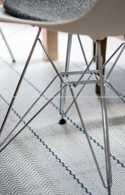 Teppich von benuta, Stuhl im Eames Style, Plasticchair white,