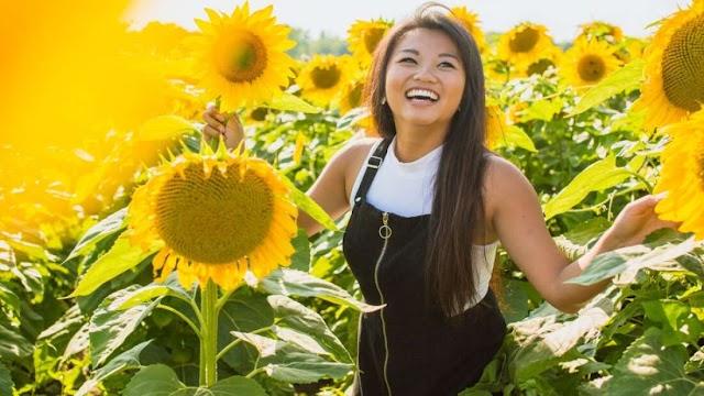 Ένα προσποιητό χαμόγελο μπορεί να σας κάνει να νιώσετε πιο θετικά