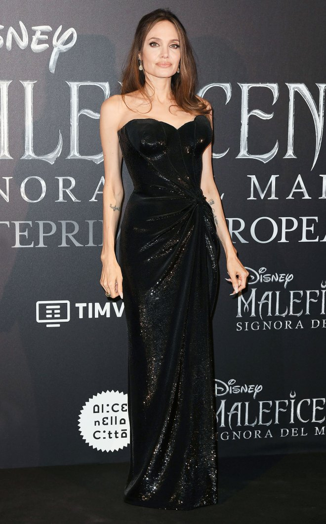 Angelina Jolie looking so much like Jessica Rabbit in a Custom Versace Gown (Photo)