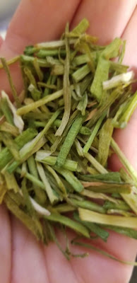 dried organic chives
