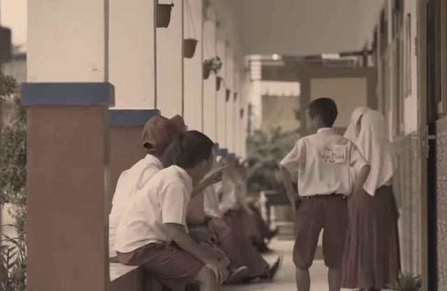 bullying tempel kertas