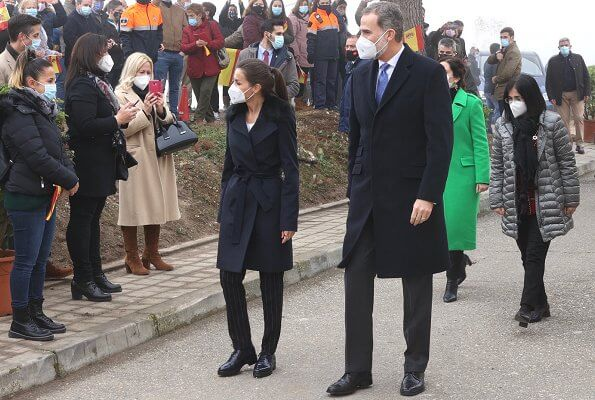 Queen Letizia wore a Canika wool with wrap belt coat from Hugo Boss, and stripe navy trousers and blazer from Boss, and oxford shoes from Uterque