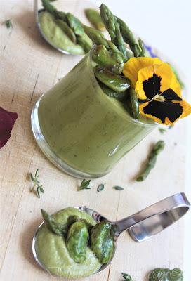 Gazpacho di asparagi con fave croccanti antipasto per la festa della mamma