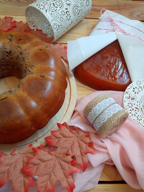 Receta de bundt cake de espelta con nueces, dulce (carne) de membrillo y miel. Bizcocho integral, saludable, desayuno, merienda, postre. Otoño, Cuca