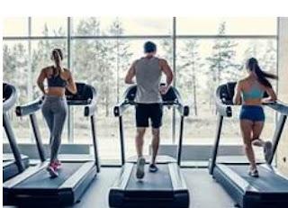 실내 에서 운동을 위한 러닝머신을 구입하고 건강한 삶을 영위하세요
