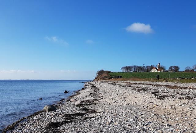 Ein Inselausflug nach Kegnæs. Wir haben während unseres Dänemark-Urlaubs auf Als mit unseren Kindern einen Ausflug zur Insel Kegnaes unternommen, und ich zeige Euch auf Küstenkidsunterwegs, welche großen und kleinen Sehenswürdigkeiten wir dort entdeckt haben.