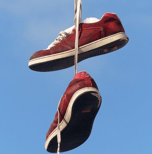 sepatu bersih