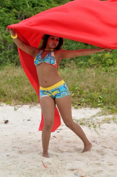 glorious Komal jha hottest galleries in bikini
