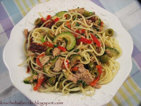 Makaron, warzywa i tuńczyk :)