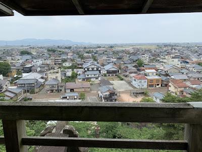 丸岡城から西の方角を見る