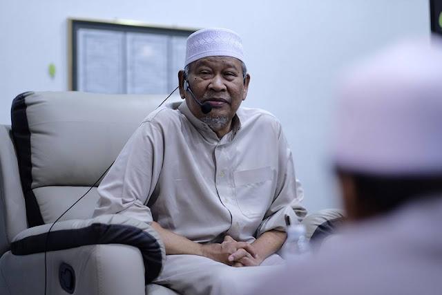 Buku Indahnya Hidup Bersyariat, Tulisan Arwah Dato' Ismail Kamus yang perlu anda miliki