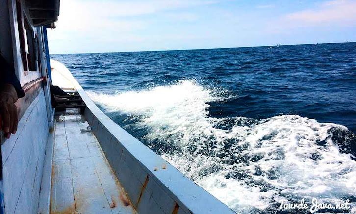 kapal menuju pulau sebira