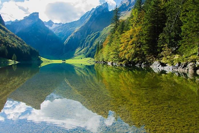 9 Danau  Indah dan Eksotis di Papua yang Mungkin Belum Anda Ketahui