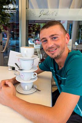 Arkadij im Kaffeerausch auf Mallorca in Spanien www.WELTREISE.tv