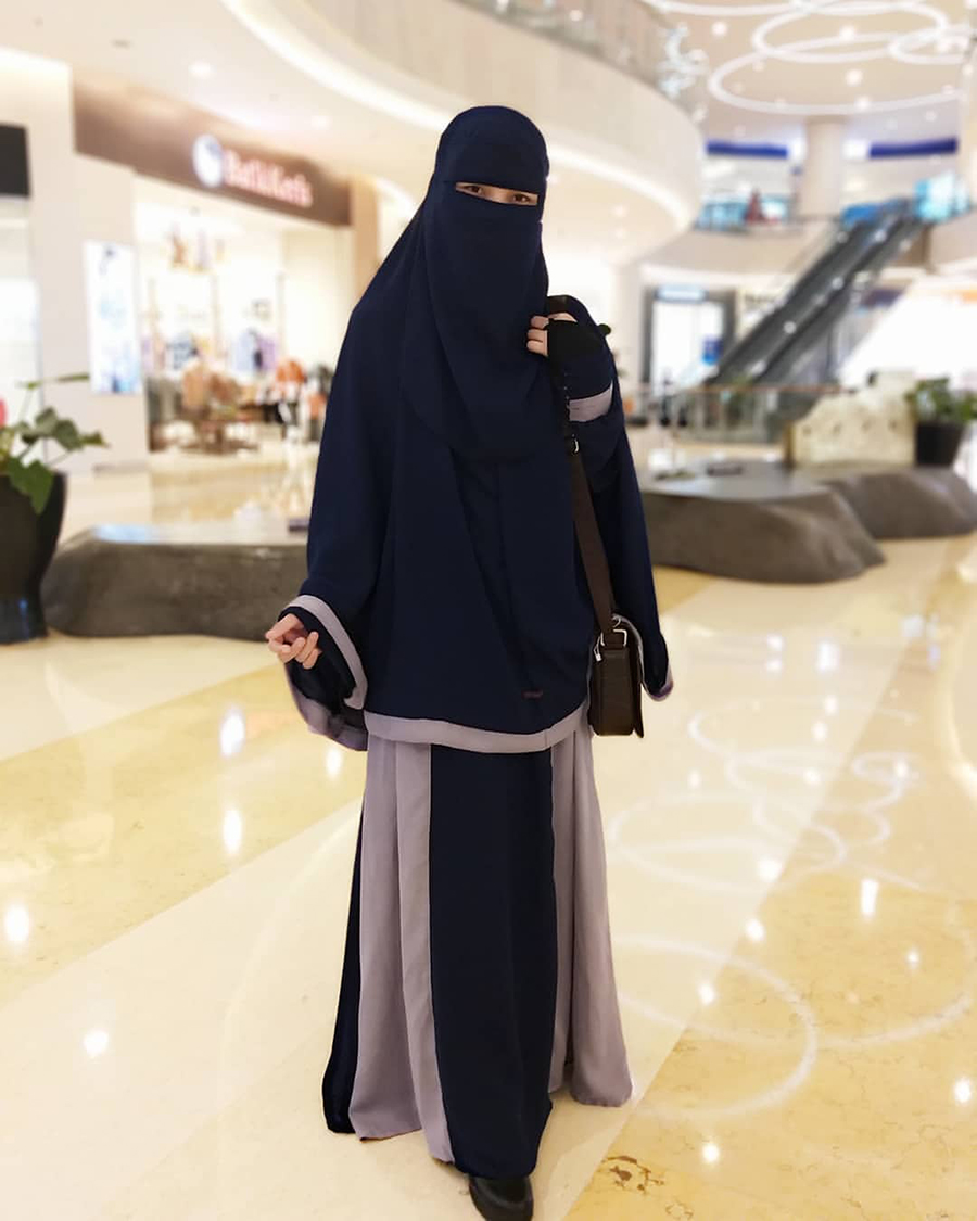 OOTD Uhkti gaul berwana hitam dan manis jilbab gamis