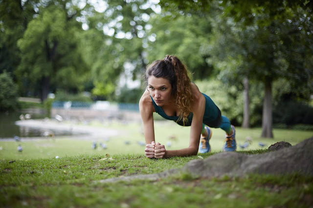 training-training_outside-gym-health_care-push_ups-women_training_plan-training_exercise-best_exercise