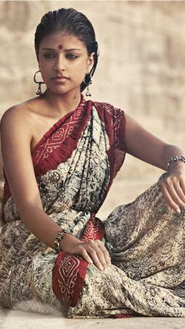 Dusky Indian Model Girl In Sari With No Blouse.