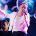 "Participante del programa The Voice (USA) canta ""Yoü and I"""