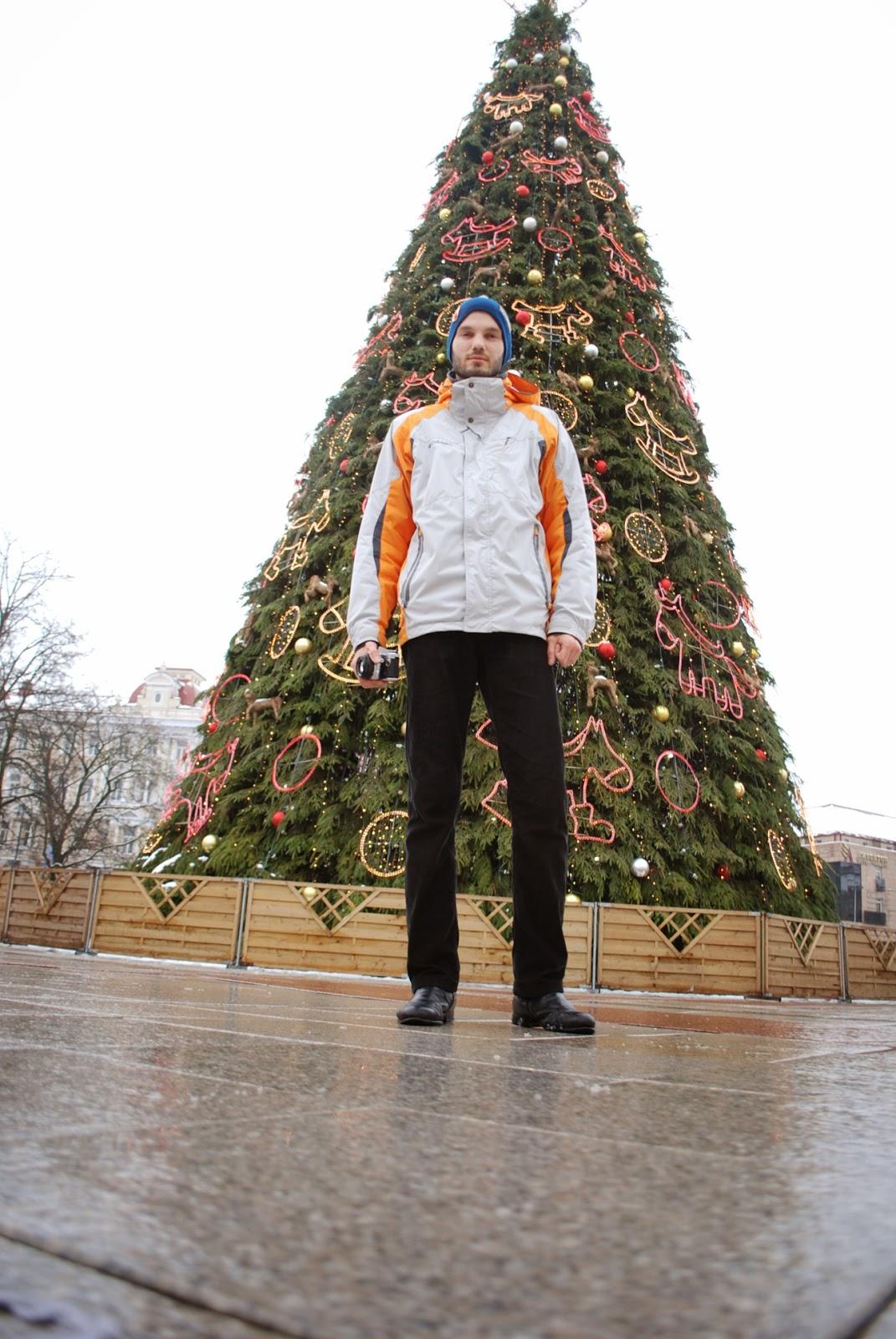 Андрей и главная елка Вильнюса:)