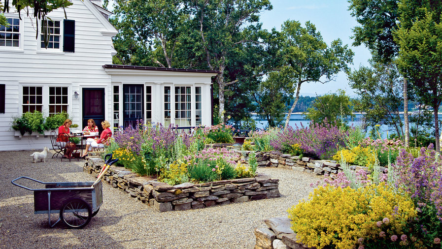 pea stone gravel rocks exterior outdoor backyard spaces inspiration ideas gardening flowers coastal