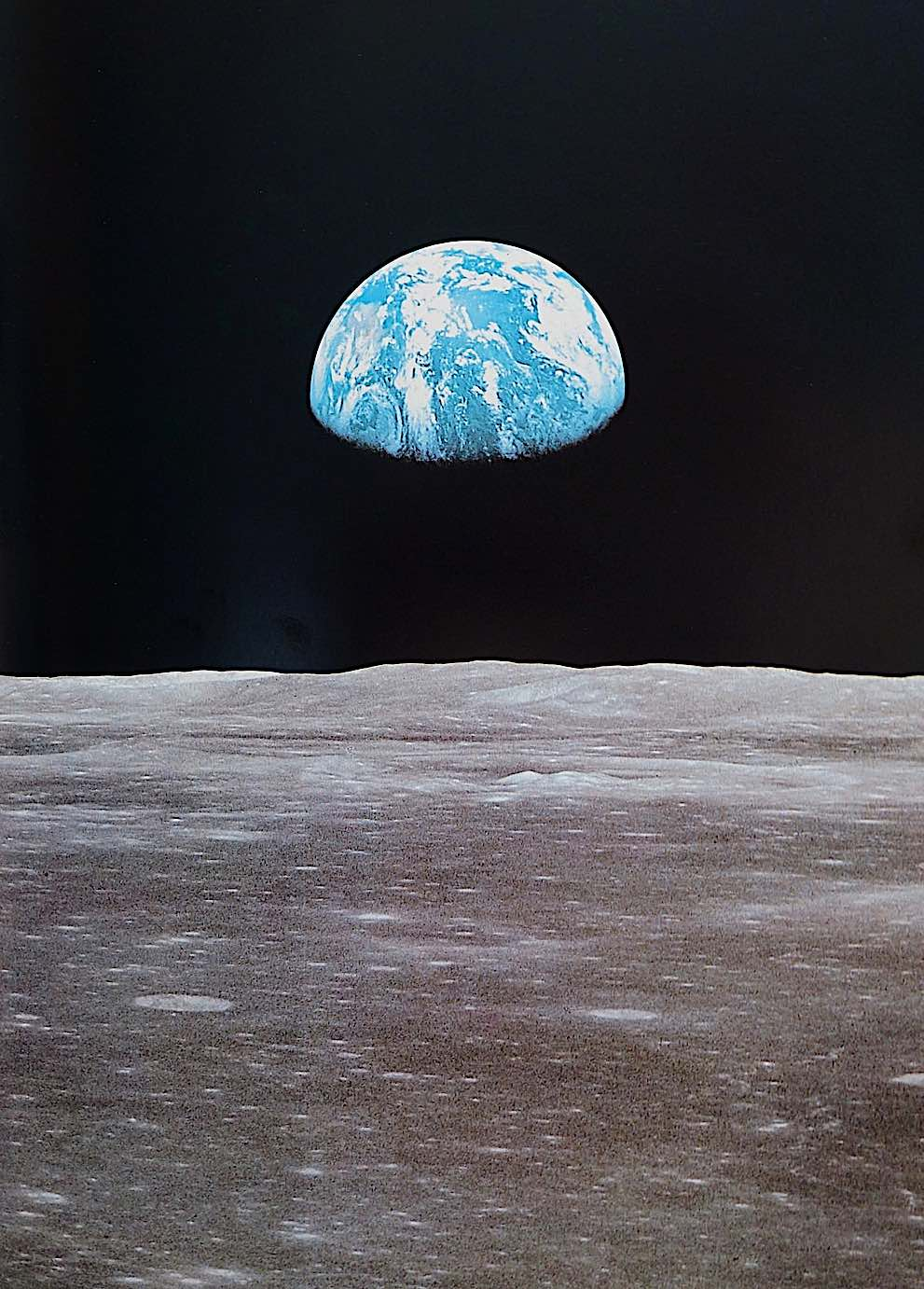 a photograph of the Earth seen from the moon