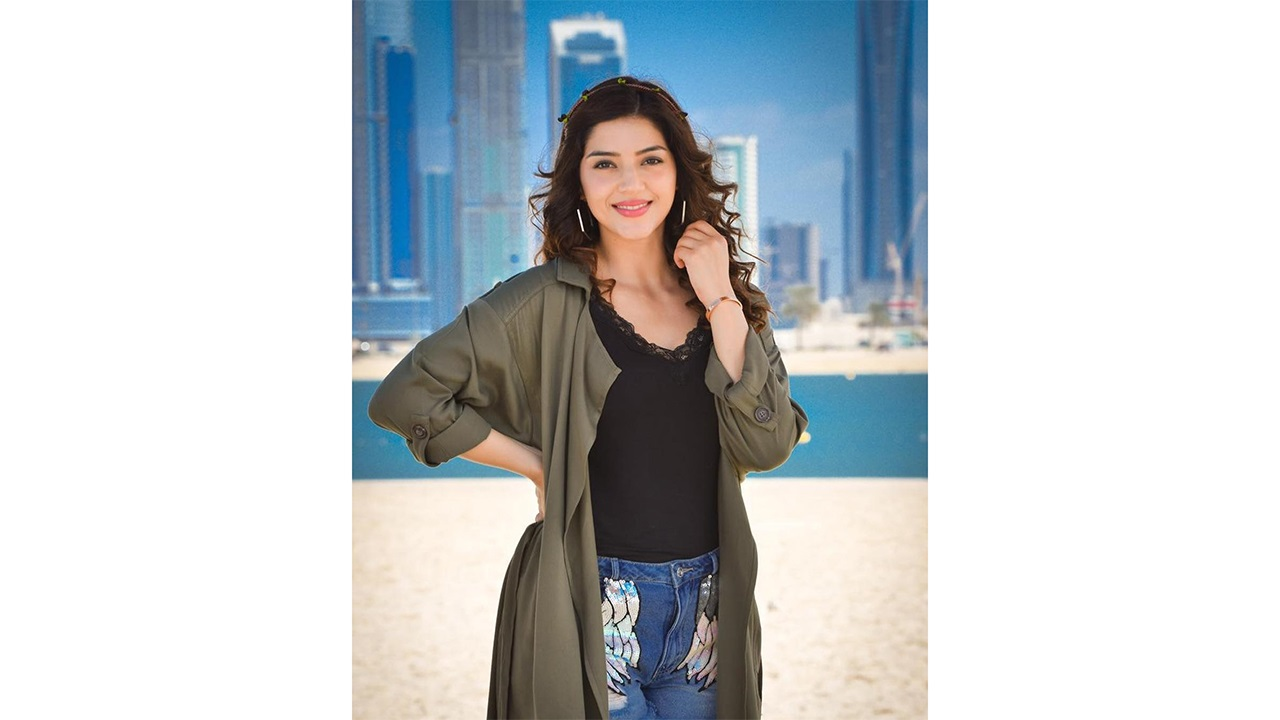 Mehreen Pirzada Biography, Height, Weight, Age, Wiki, Boyfriend, Affairs, Family & More
