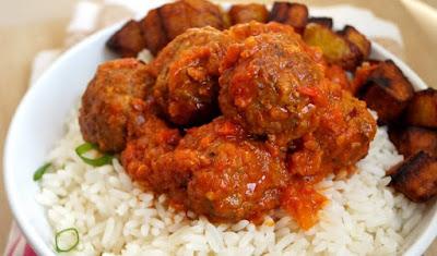 Rice and stew/sauce, 5 Popular Ways Nigerians Eat Rice