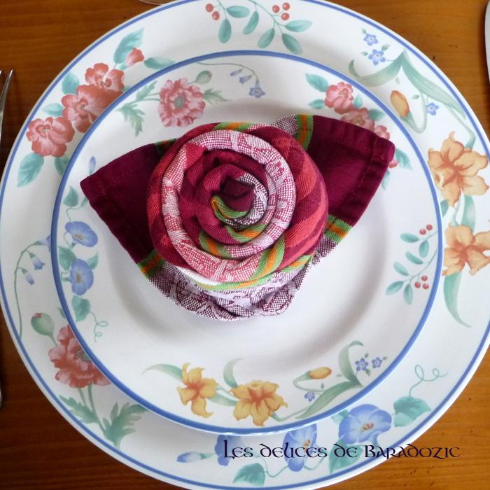Serviette pli e en rose pour la st valentin blogs de cuisine for Serviette cuisine
