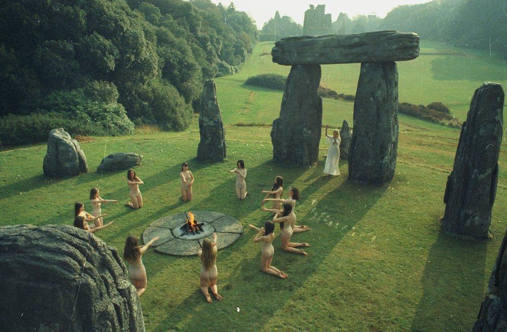 Últimas películas que has visto (las votaciones de la liga en el primer post) - Página 20 Wicker-man-1973-002-stone-circle-dancers-00m-osv