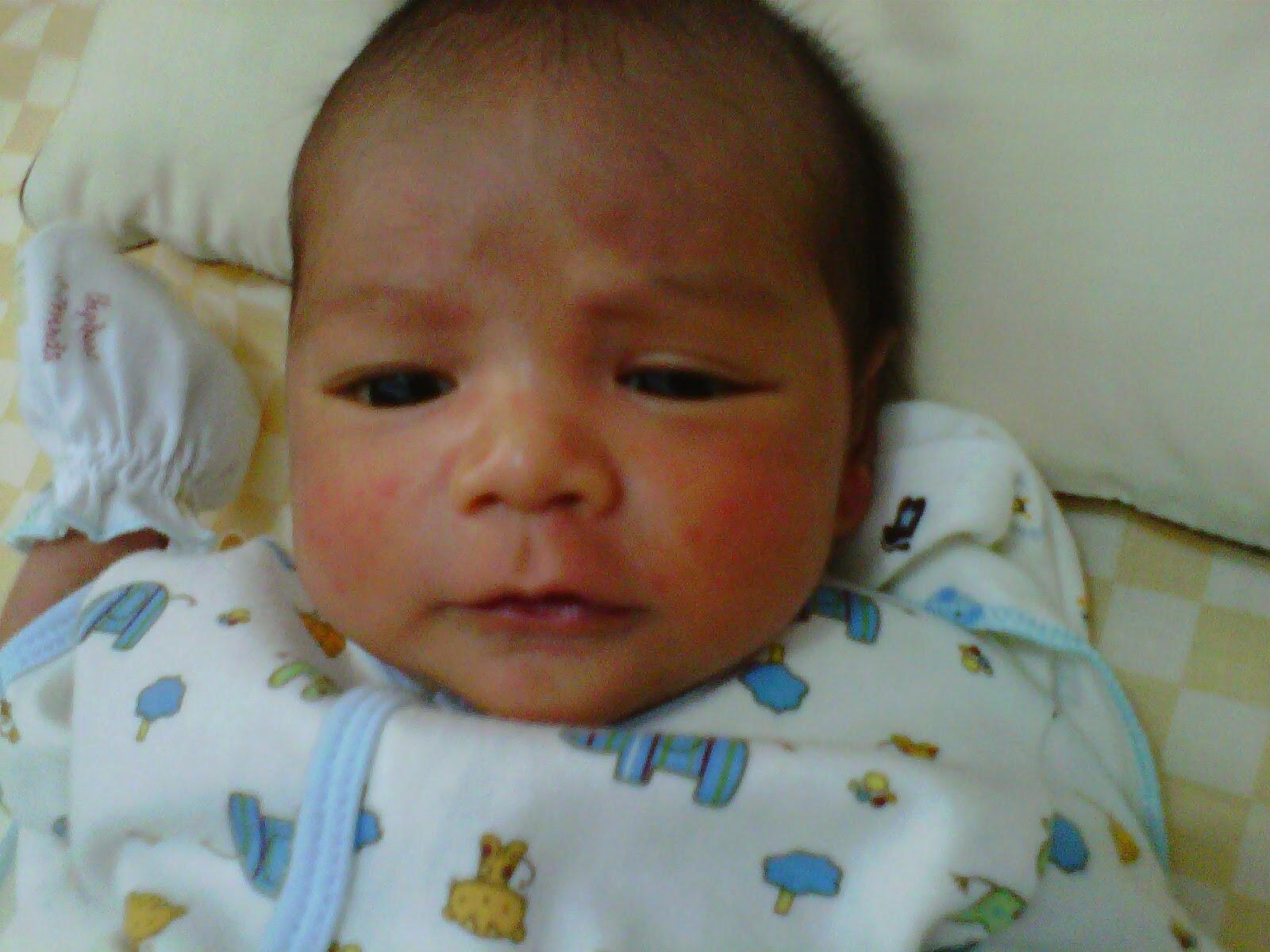 Gambar bayi laki-laki lucu banget