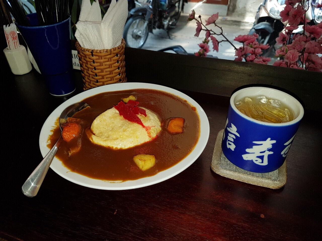 Curry with egg(Cơm cari kiểu nhật với trưng chiên )