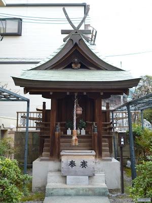 春日神社祠
