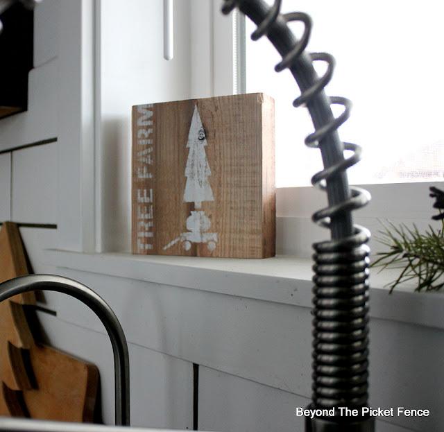 Stencil a Shelf Sitter