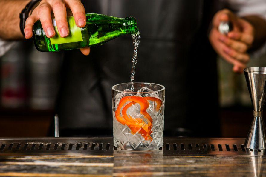 club-soda-seltzer-tonic-water