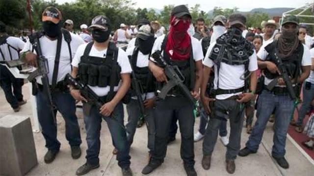 """Desafían al Gobierno: """"Viagras"""" y CJNG muestran su poderío pavoneándose en convoy y armados hasta los dientes en vídeos en redes"""