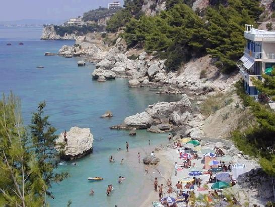 The tourist season opens in Vlora; beaches 'ready to remove masks and gloves'