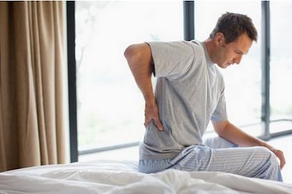 14 Kebiasaan Tanpa Sadar yang Bisa Bikin Sakit Punggung.