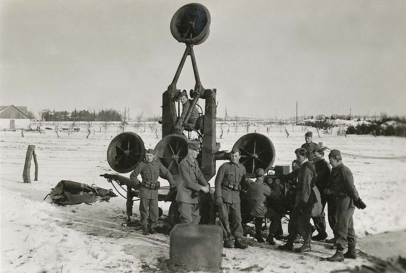 Swedish soldiers operating an acoustic locator in 1940.