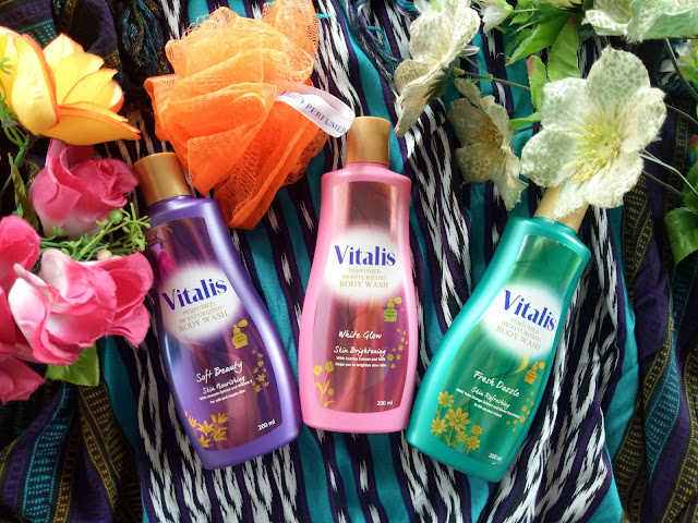 Vitalis Perfumed Moisturizing Body Wash menyediakan 3 pilihan varian White Glow, Fresh Dazzle dan Soft Beauty