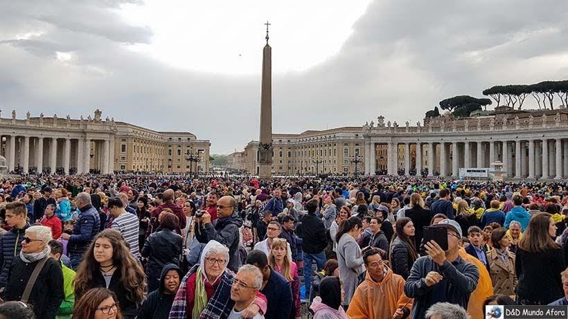 Multidão aguarda o papa para audiência papal na Praça São Pedro - Como ver o papa no Vaticano