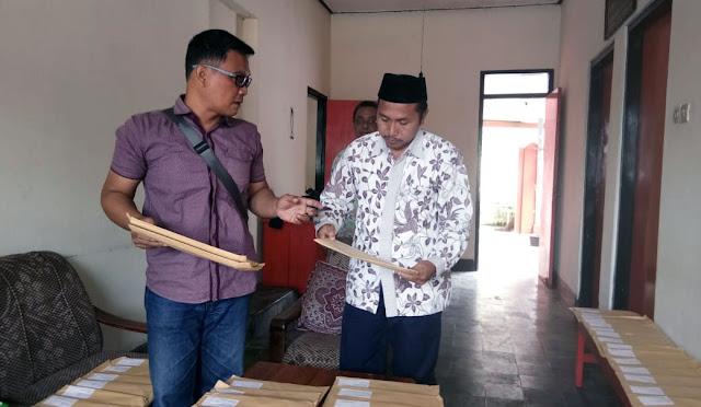 Kantor Pos menerima ratusan paket tabloid Indonesia Barokah